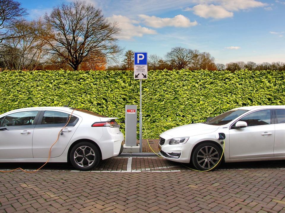 Auto elettriche, la mobilità del futuro punta sul green
