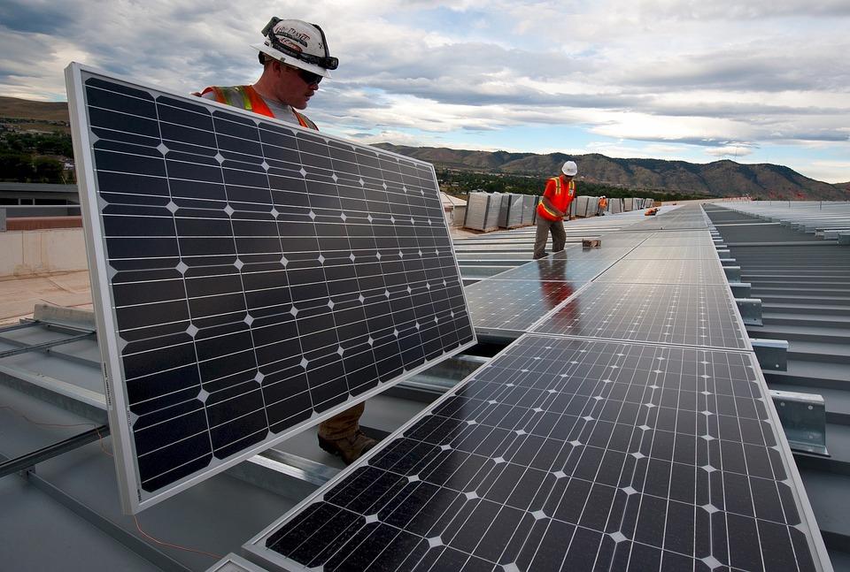 Impianti fotovoltaici su 11 scuole di Napoli con i Fondi del Patto per Napoli