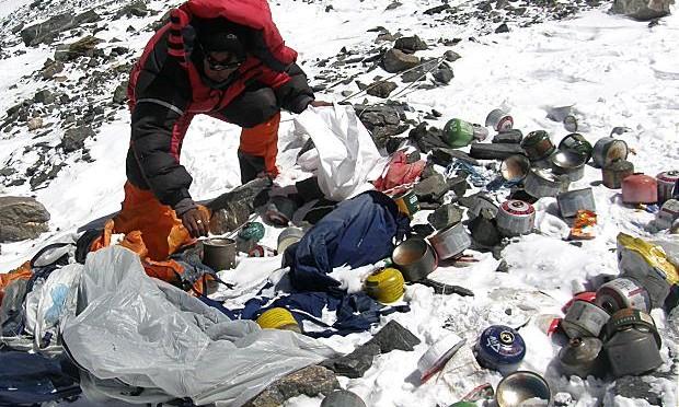 L'Everest è diventato la montagna di spazzatura più alta al mondo
