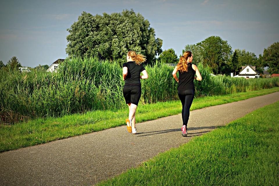 Fitwalking: come perdere peso semplicemente camminando