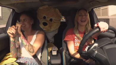 In Finlandia la corsa del taxi elettrico si paga cantando al karaoke
