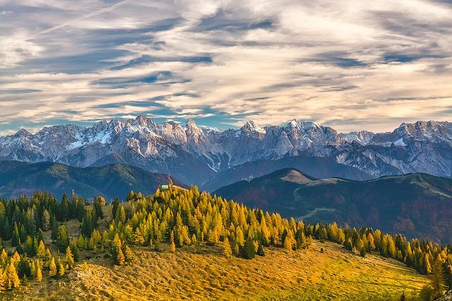 Legambiente premia con 15 bandiere verdi le pratiche più green delle Alpi