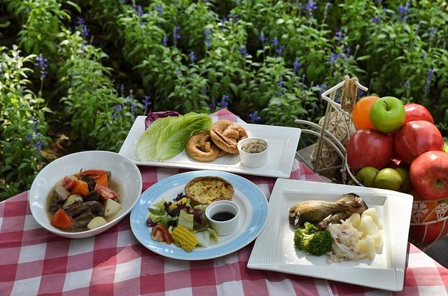 Pic nic, barbecue e cene all'aperto: 4 consigli per restare in linea d'estate