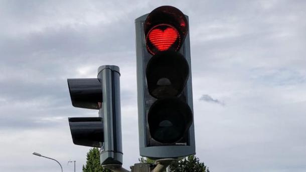 In Islanda i semafori sono a forma di cuore per ricordarsi di sorridere