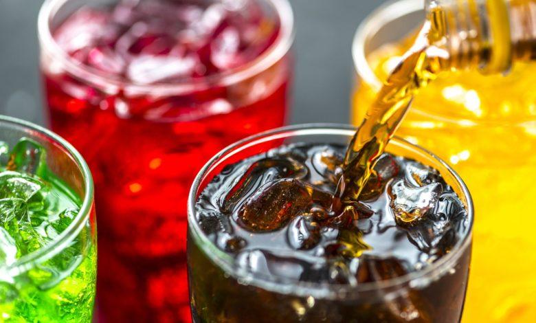 Inquinamento, la ricerca sulle microplastiche presenti nelle bevande industriali
