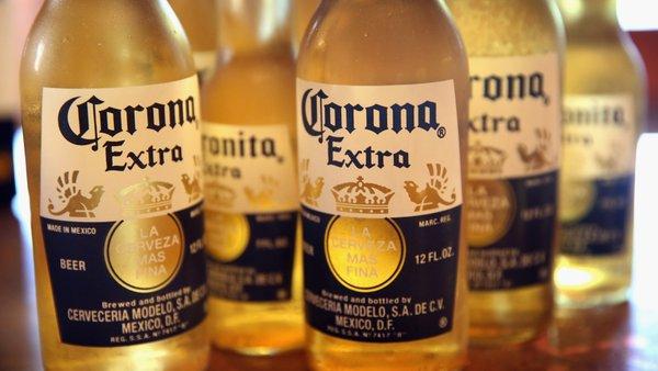 La birra Corona abbandona gli imballaggi in plastica per diventare green