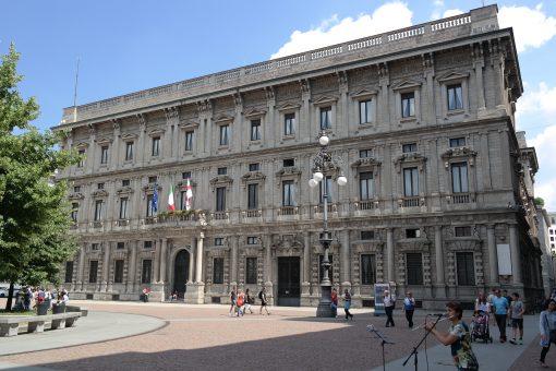 Milano inizia a diventare plastic free a partire da palazzo Marino