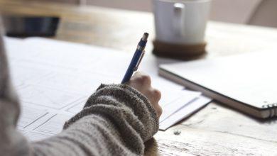 Passare troppo tempo seduti alla scrivania danneggia il cervello